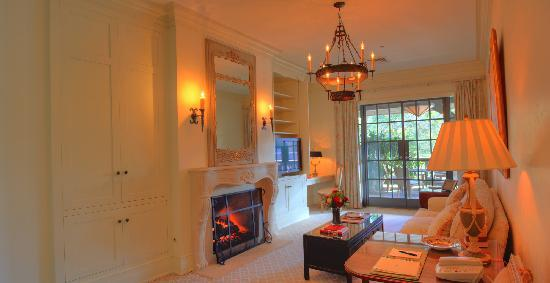Old Edwards Inn and Spa : Luxury Spa Suite Sitting Room