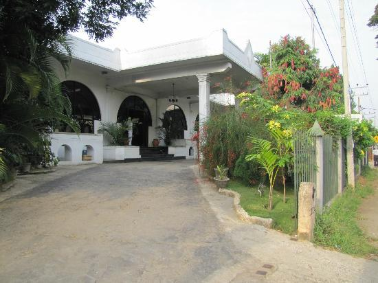 Kandyan Reach Hotel: entrata