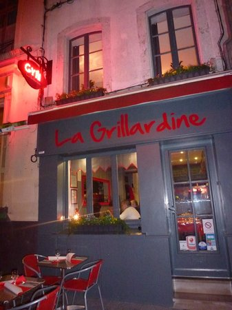 la Grillardine : Outdoor seating for a balmy summers night.