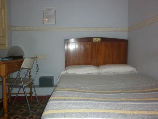 BCN Hostal Central: sleeping place