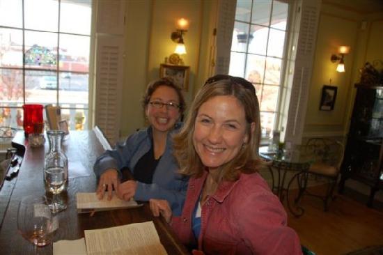 Captain's Walk Winery: Where friends meet