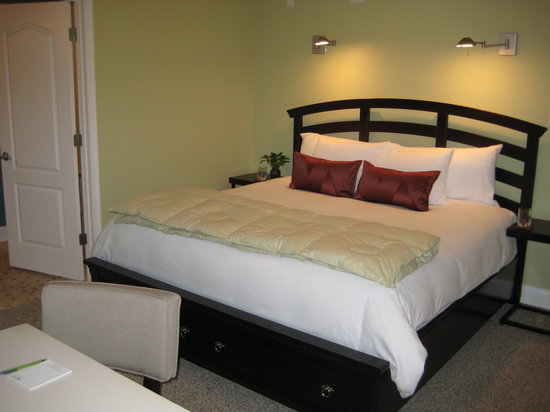 Savannah Inn: Copper Beech Suite