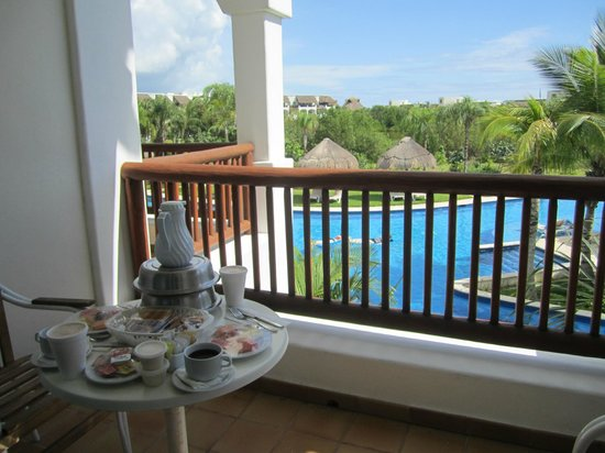 Valentin Imperial Riviera Maya: breakfast on the balcony