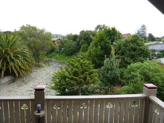 بايويك إن: Daytime balcony view