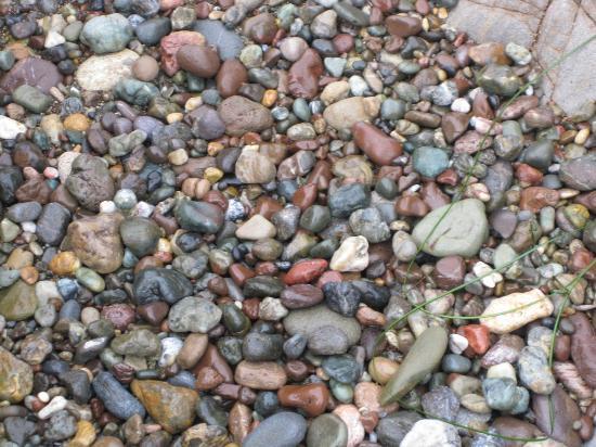 Sand Pebbles Inn Rocks On Moonstone Beach