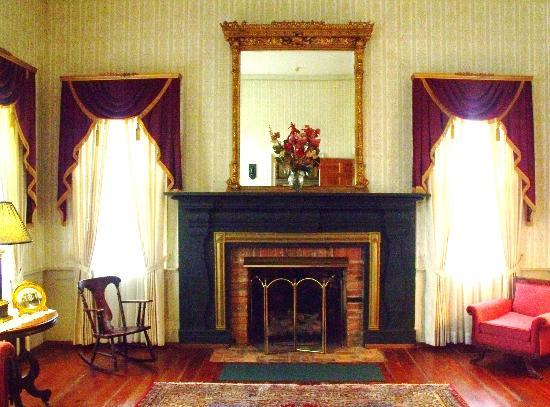 Munford, AL: Palor at Cedars Plantation B&B