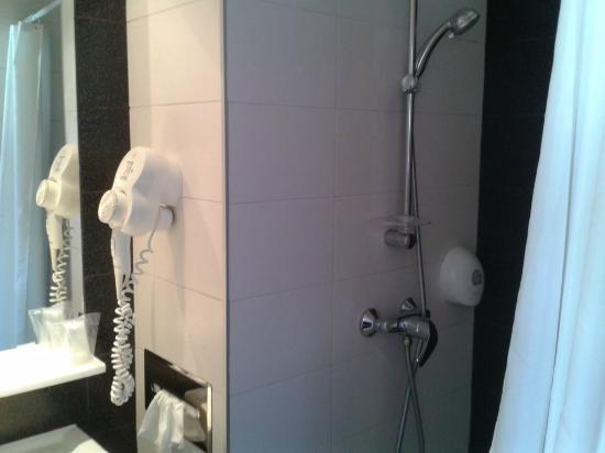 การ์เด้น เซ็นต์มาติน: Shower