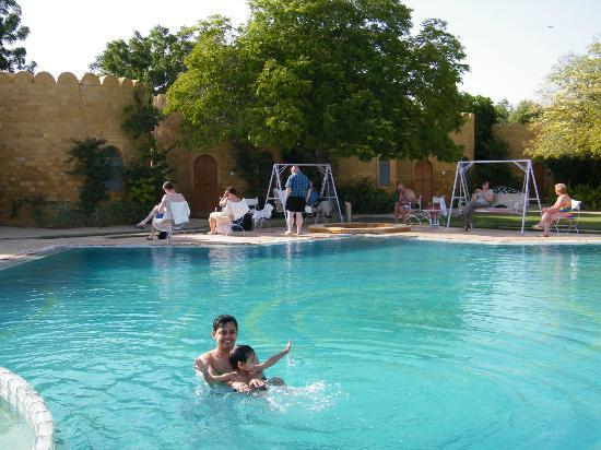 Himmatgarh Palace: pool