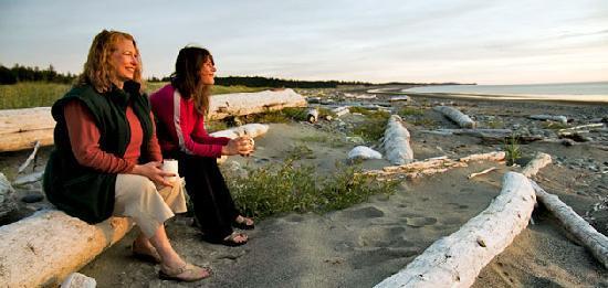 Haida House at Tllaal : The beach