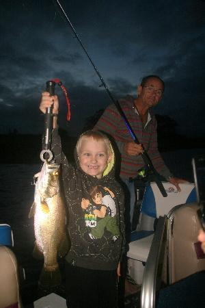 Lake Tinaroo Cruises: Family Fishing Fun!!