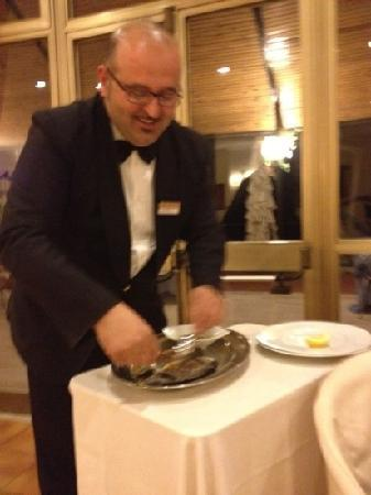 Grand Hotel Fagiano Palace: very Nice waiter preparing our dorade