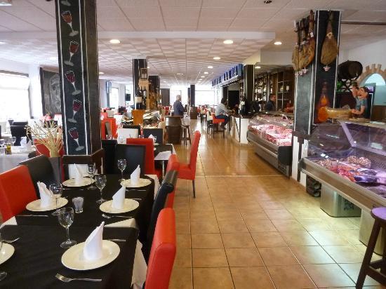 Pilar de la Horadada, Spain: Looking down the length of the extended restaurant