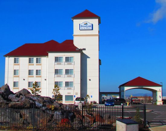 White City, Oregón: Brookside Inn & Suites