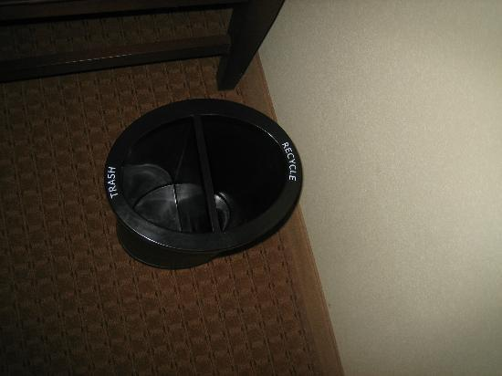 Hampton Inn & Suites St. Louis/South I-55: labeled bins