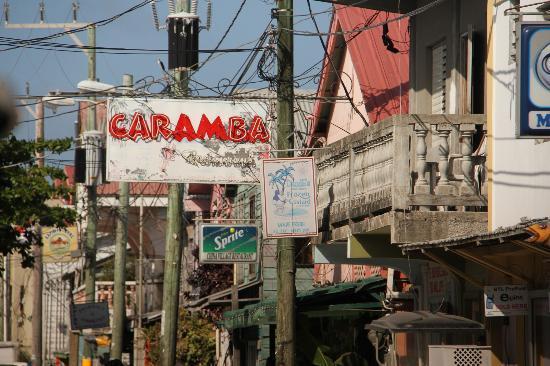 DandE's Frozen Custard & Sorbet: Street view of DandE's sign