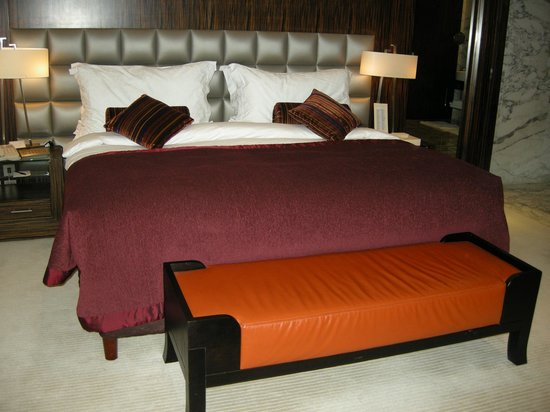 Bonnington Jumeirah Lakes Towers: King size bed