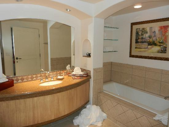 CopperWynd Resort & Spa: Our bathroom, shower is behind me