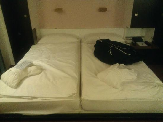 Eurotel Victoria: Double Beds Are Not Separated