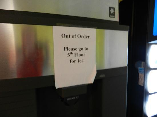 Florida Beach Hotels: ice machine out of order