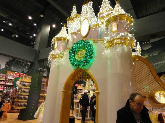 Disney Store: Mini Cinderella castle for your mini princess