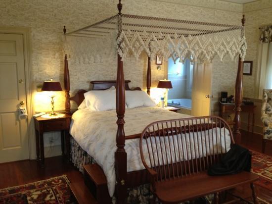 Brampton Bed and Breakfast Inn: bed