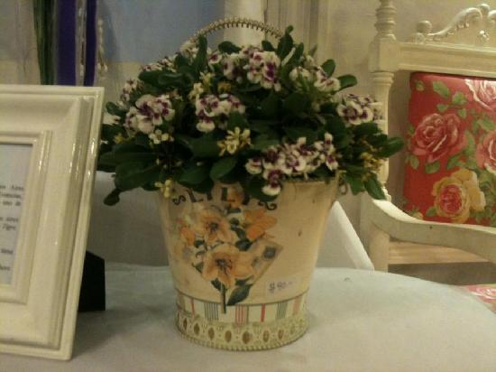 Che Lulu Guesthouse: Always flowers at Che Lulu!