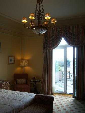 Hotel Grande Bretagne, A Luxury Collection Hotel: Room with balcony