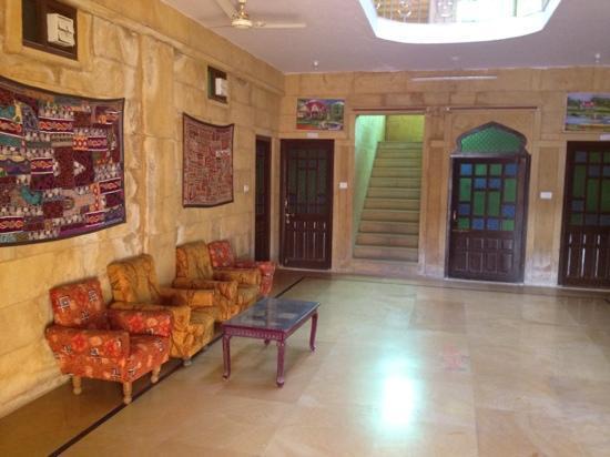 Hotel Marina Mahal: hotel lobby