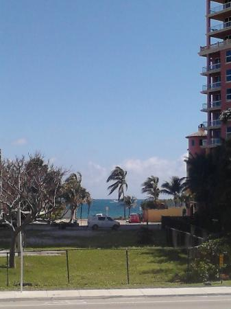 Fort Lauderdale Beach Inn: view from sundeck