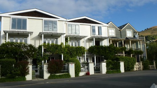 Akaroa Village Inn: The Front of the Apartment Complex