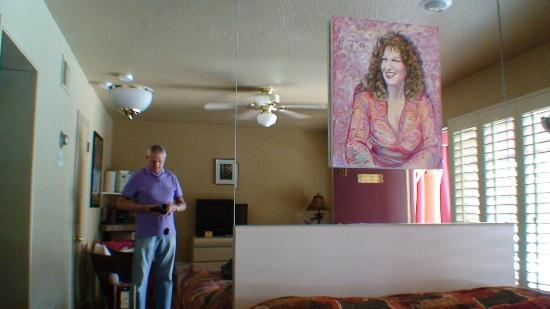 Desert Paradise Gay Men's Resort: Bette Midler Suite