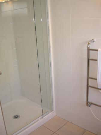 Sea Spray Suites - Heritage Collection: Shower area