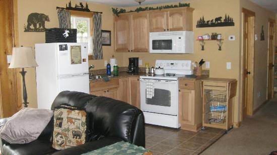 Fall River Cabins: kitchen