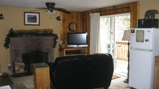 Fall River Cabins: Cabin inside