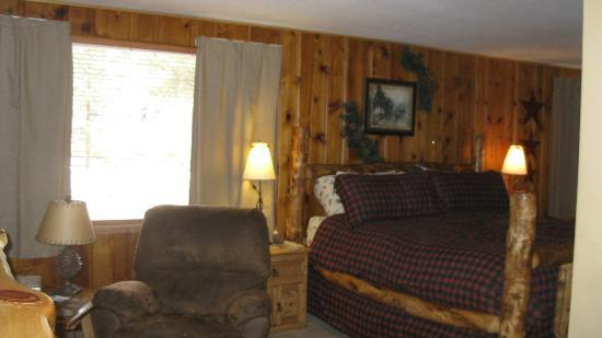 Fall River Cabins : Bed