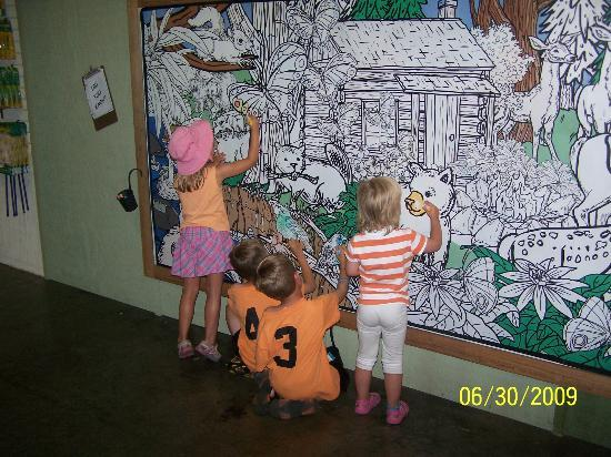 Dollywood Coloring Wall In Kid Zone