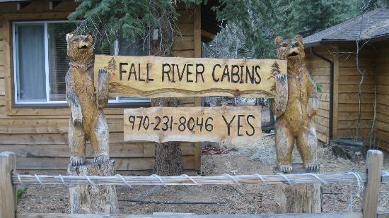 Fall River Cabins: Cabin front