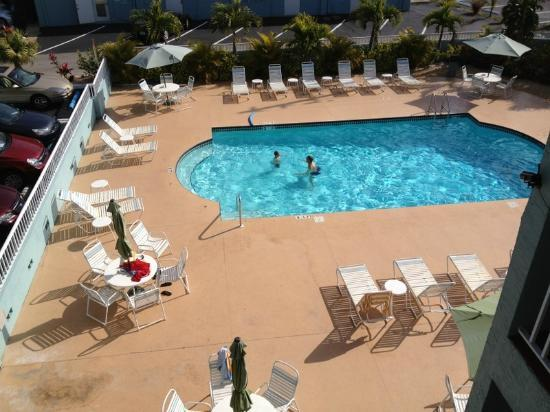 Barefoot Beach Hotel: Heated pool