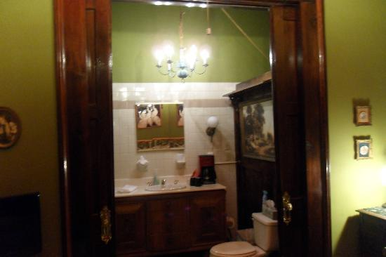 Royal Barracks Guest House: Peacock Room Bathroom