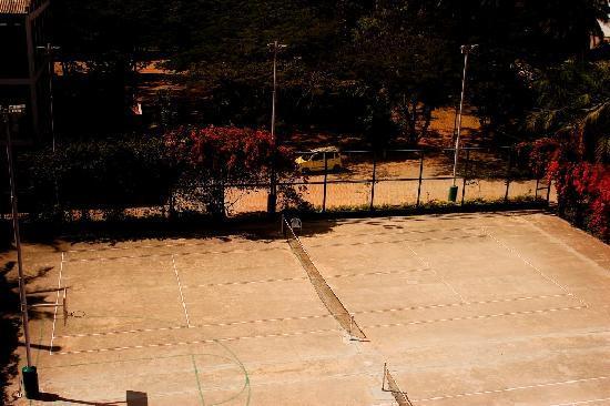 Ramanashree California Resort Bangalore : Tennis Court