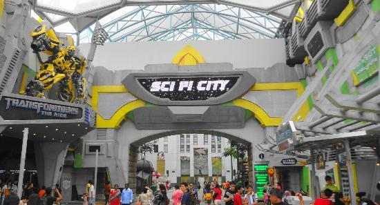 Transformers ride and gift shop entry - Picture of Universal ...