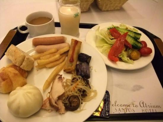Santos Hotel: 朝食バイキング