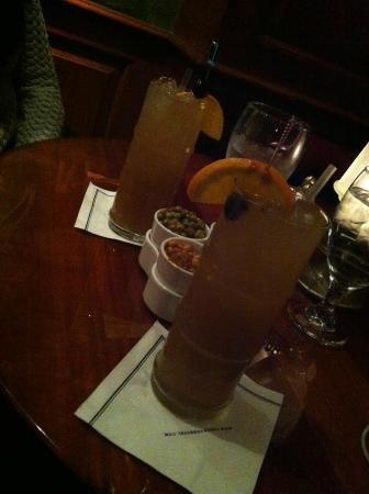 The Drake, A Hilton Hotel: Drinks at Coq D'Or