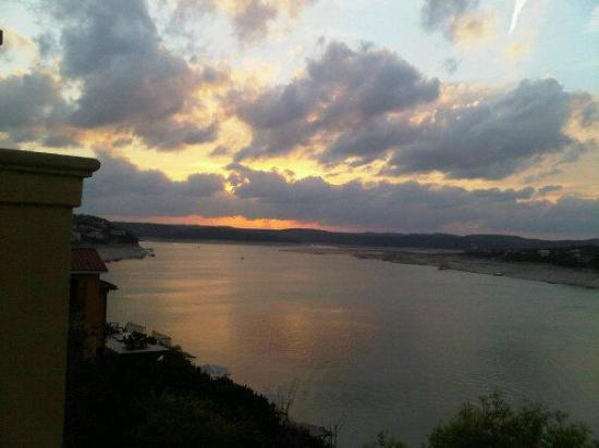Lakeway Resort and Spa: Sunset over Lake Travis from the balcony