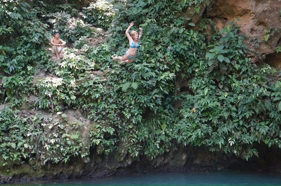 Blue Hole National Park: jump in!