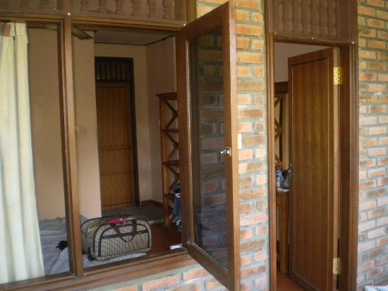 เคดินส์ II: Difoto dari balkon kamar