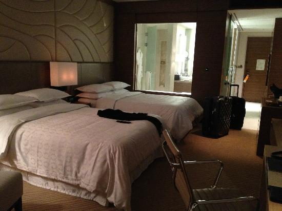 Sheraton Seoul D Cube City Hotel: Double Queen Bed