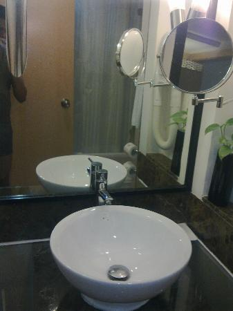 Marco Polo Hotel: Bathroom