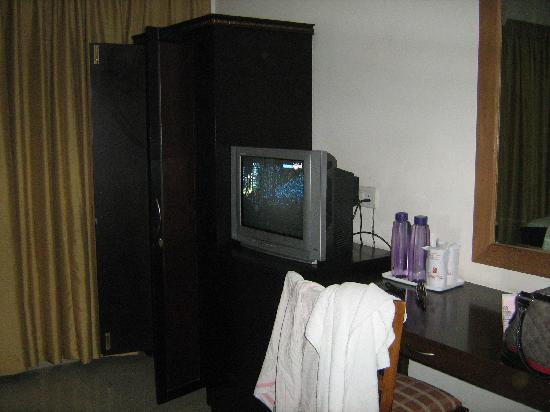 The Hotel Grand Plaza: Dressing table and cupboard