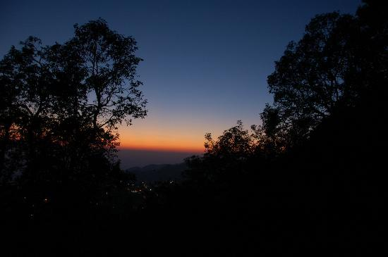 La Villa Bethany: Sunset - the Winter Line false horizon phenomenon